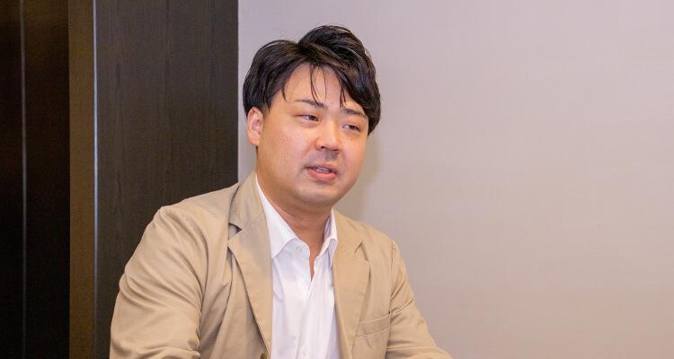 シナジーマーケティングとの接点について語る高橋氏